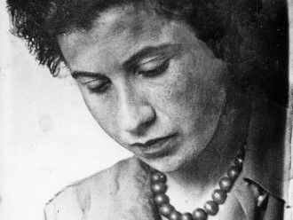 Etty Hillesum, Gemeinfreies Bild, Quelle: Wiki Commos (Portrait of Etty Hillesum. Place, date and photographer unknown. Probably 193X. commons.wikimedia.org/wiki/File:EttyHillesum.jpg)